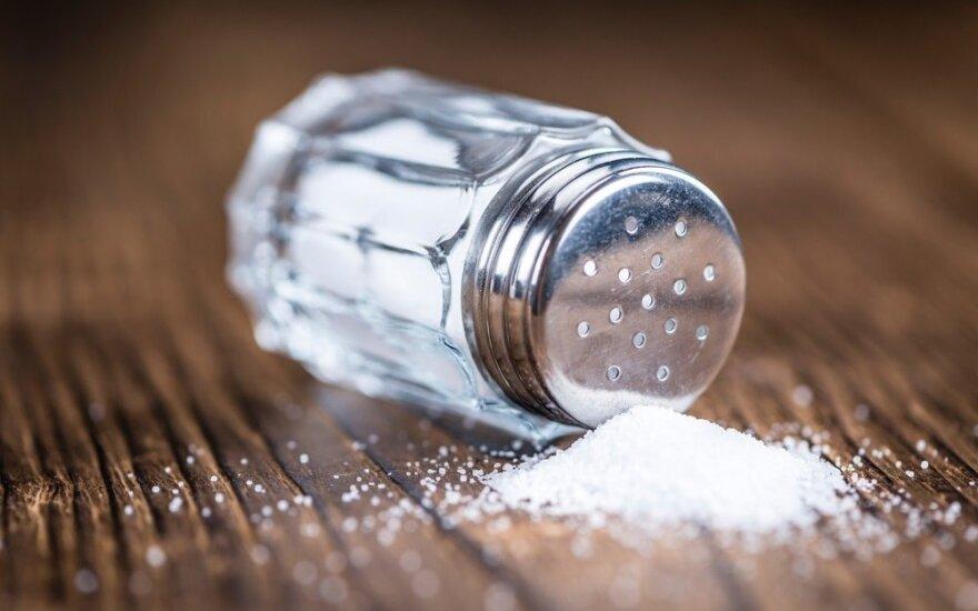 Kokie požymiai rodo, kad vartojate per daug druskos