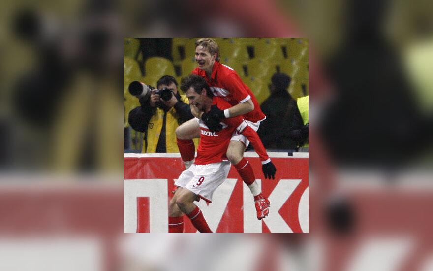 """Jegoras Titovas ir Romanas Pavliučenka (viršuje, """"Spartak"""") džiaugiasi įvarčiu"""
