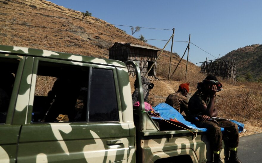 Etiopijos karo lėktuvai bombarduoja Tigrėjų, premjeras neigia chaosą