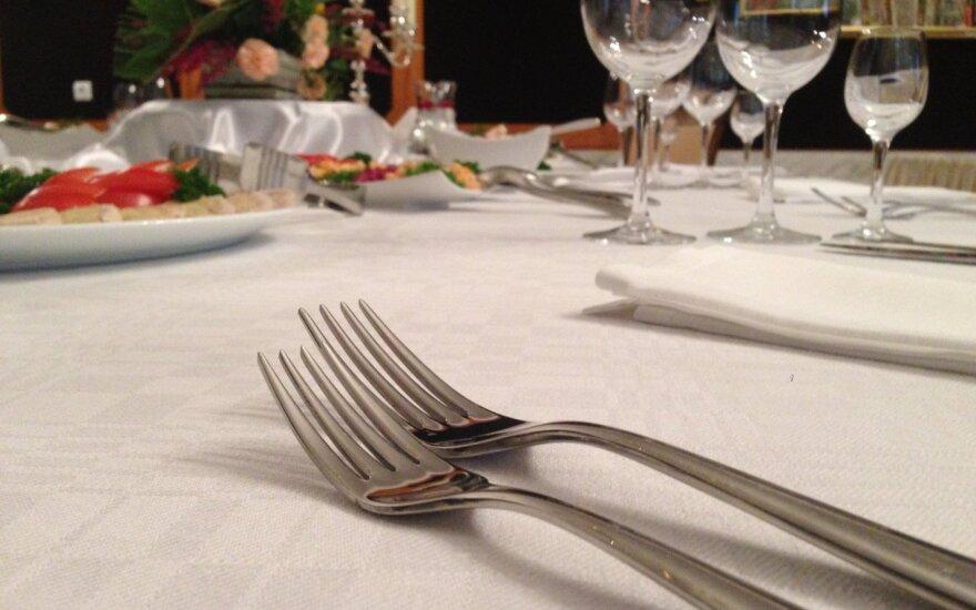 Giminės iš kaimo sugadino vestuvių šventę