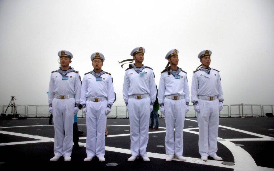 Kinija pristatė didžiulį karo laivą, analitikus stebina sparta