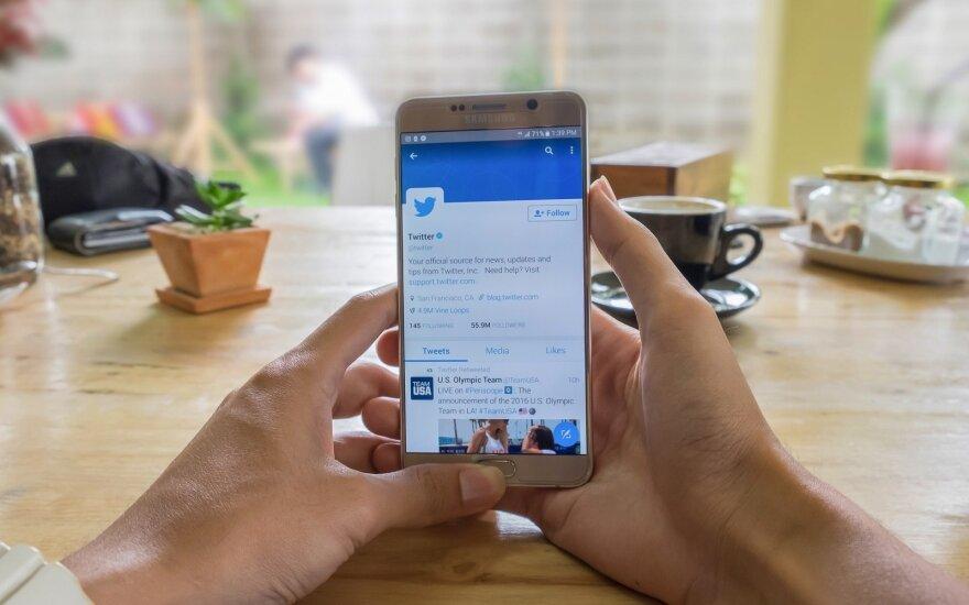 """""""Facebook"""" ir """"Twitter"""" bendradarbiaus tiriant numanomą Rusijos kišimąsi į """"Brexit"""" referendumą"""