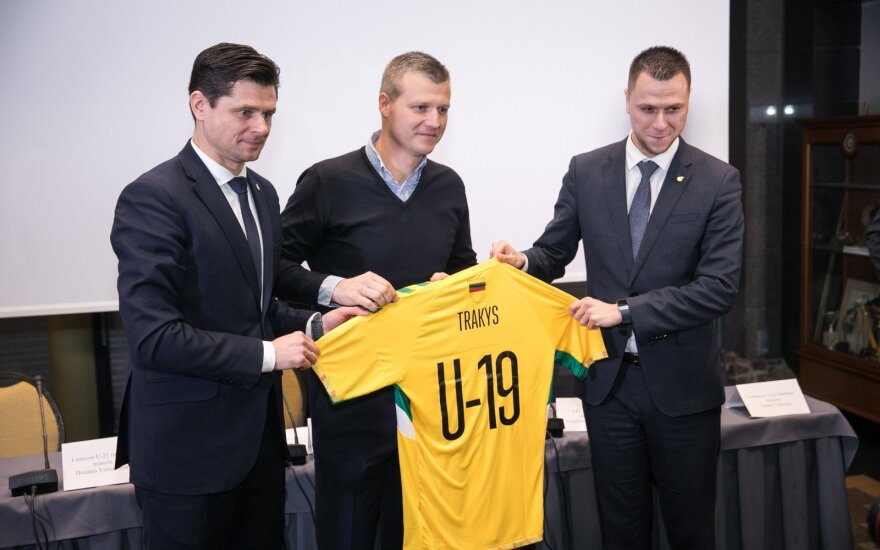 Valdas Trakys (viduryje)
