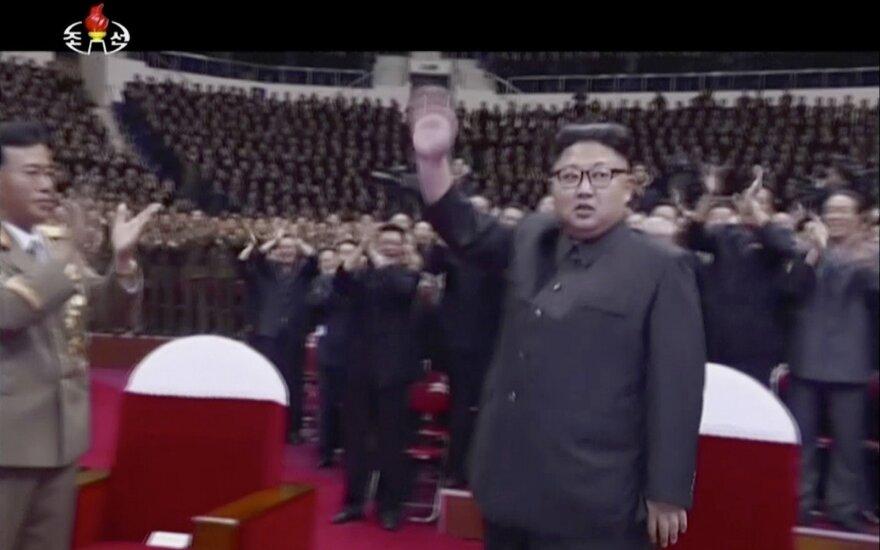 Šiaurės Korėjos lyderis švenčia – minėjo sėkmingą tarpžemyninės raketos paleidimą