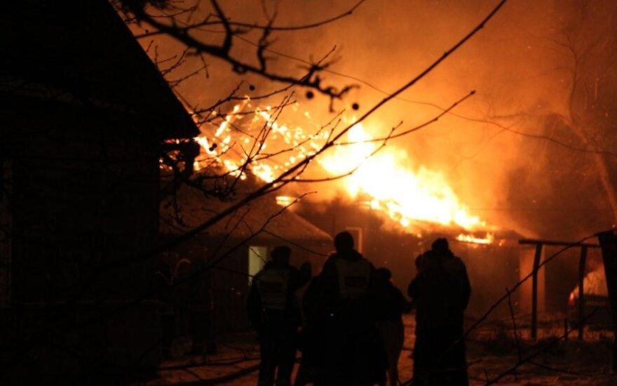 Žvėryno gyventojai įtaria padegimą - sudegė dviejų butų namas