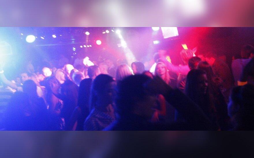 Akiplėšiškas darbuotojų elgesys naktiniame klube išgąsdino merginas