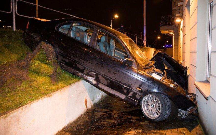 Draudikų statistika atskleidžia, kada BMW vairuotojai ilsisi