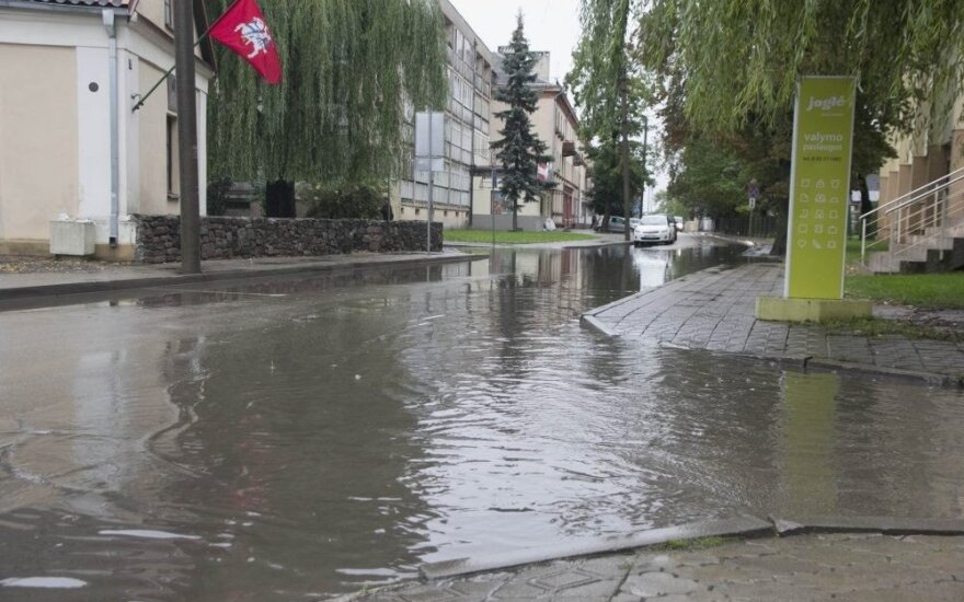 Several Lithuanian districts declare emergency as downpours flood farm fields