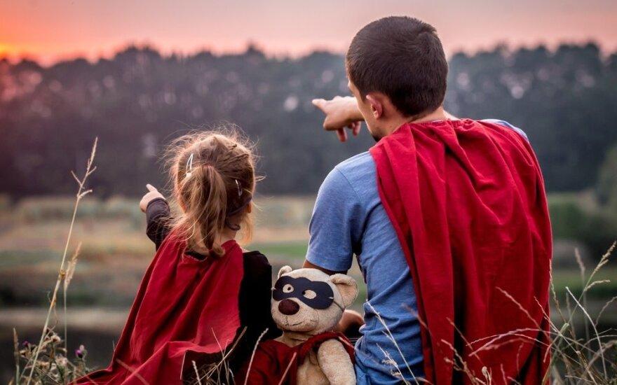 Supertėvystės žala: kodėl vaikams nereikalingos mūsų aukos
