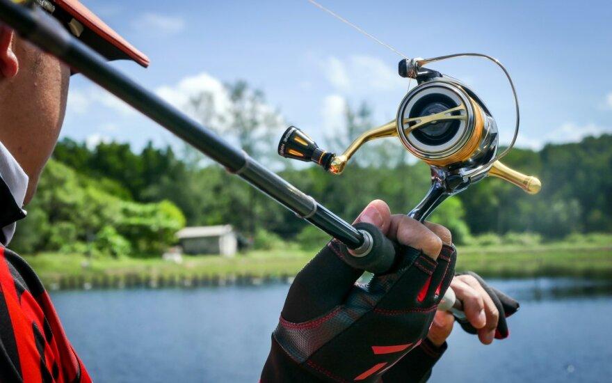 Žvejys su spiningu