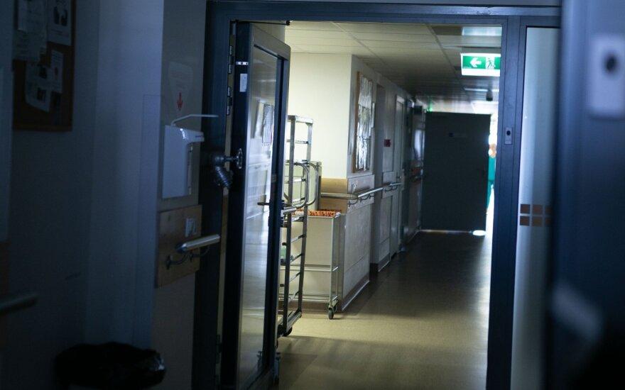 Koronavirusu užsikrėtęs Žalgirio klinikos medikas operavo vaiką ir Santaros klinikose: izoliuojama kartu dirbusi komanda