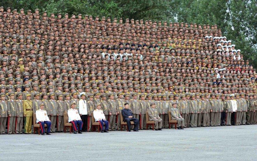 Kim Jong Unas (Kim Čen Unas) su karo veteranais