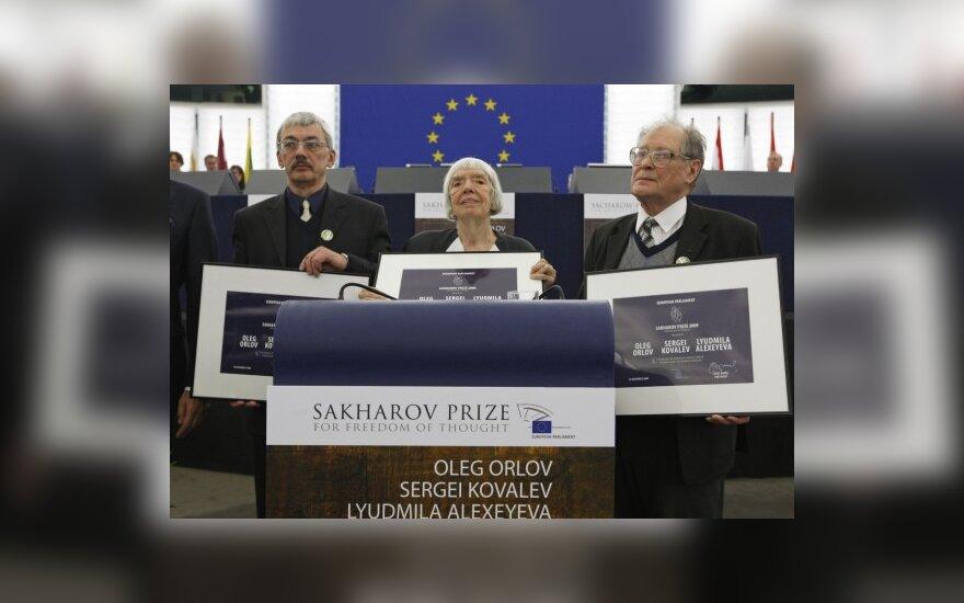 Sacharovo premijos laureatai:  (iš kairės į dešinę) Olegas Orlovas, Liudmila Aleksejeva, Sergejus Kovaliovas.