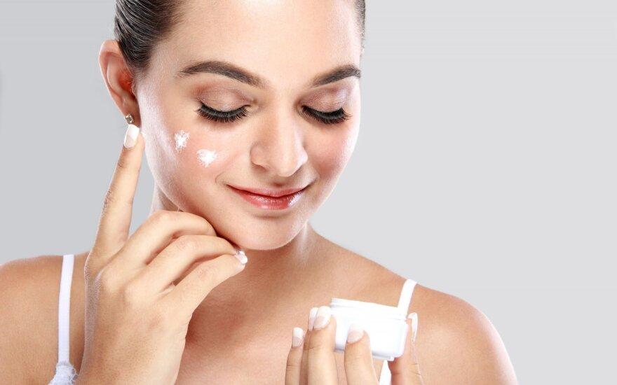 Itin aktualu pavasarį: svarbios taisyklės, kaip atgaivinti odą ir plaukus
