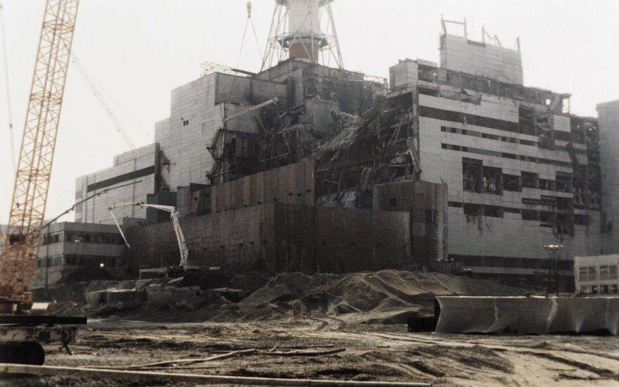 Nerimą keliančios žinios iš Černobylio: sarkofagas griūna, jį būtina nuardyti