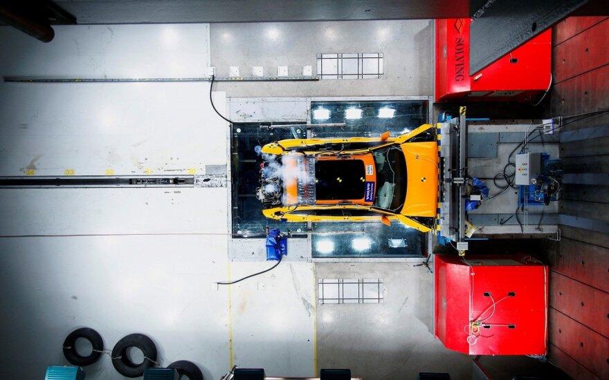 """""""Volvo XC60"""" – saugiausias 2017 m. """"Euro NCAP"""" bandymų automobilis"""