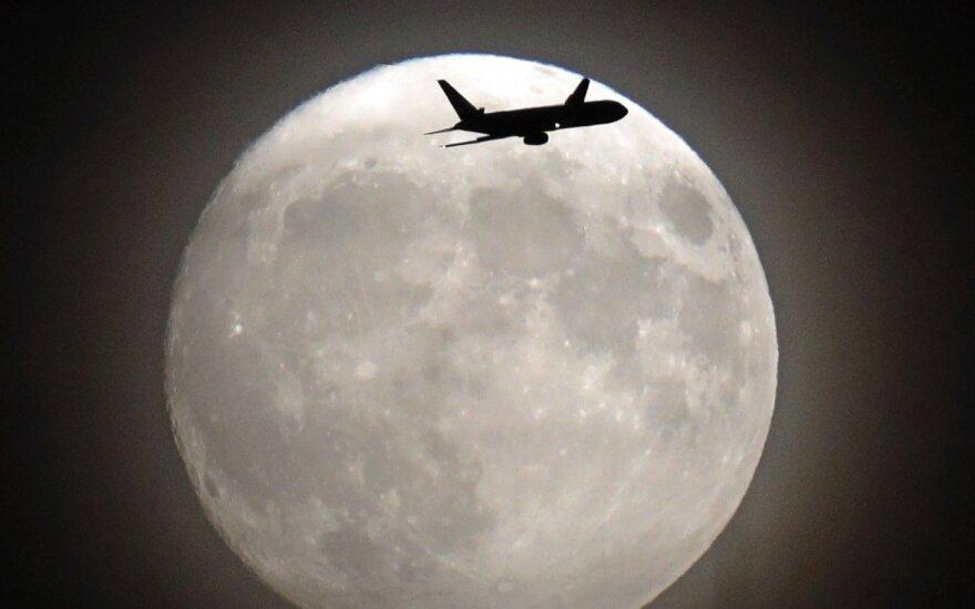 Pasižiūrėkite į Mėnulį: tai gali būti didelė kasykla