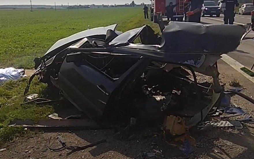 Kėdainių rajone susidūrė lenko ir latvio vilkikai, trenkėsi ir lengvasis automobilis