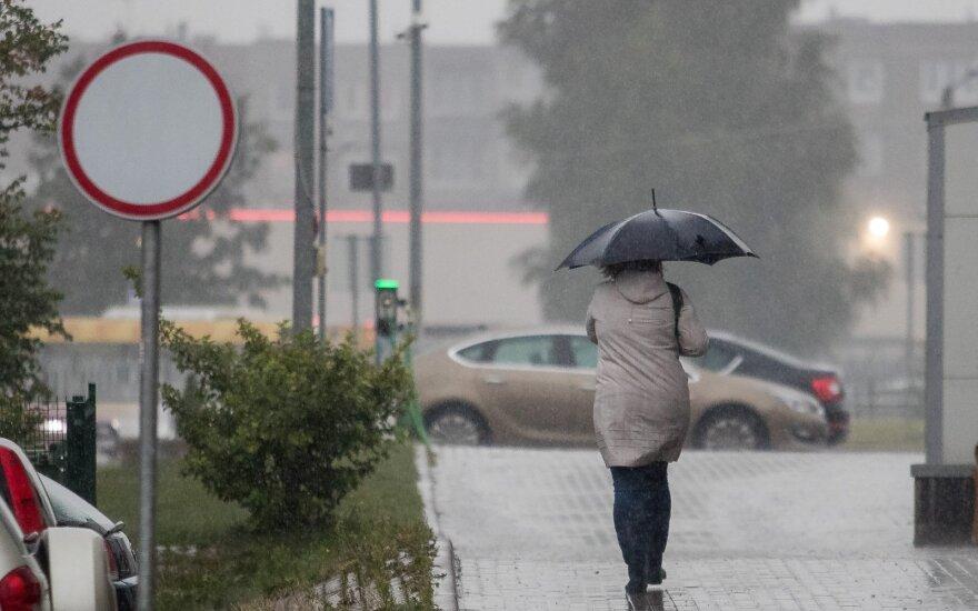Traukite striukes ir skėčius: vilties teikia nebent kitas savaitgalis