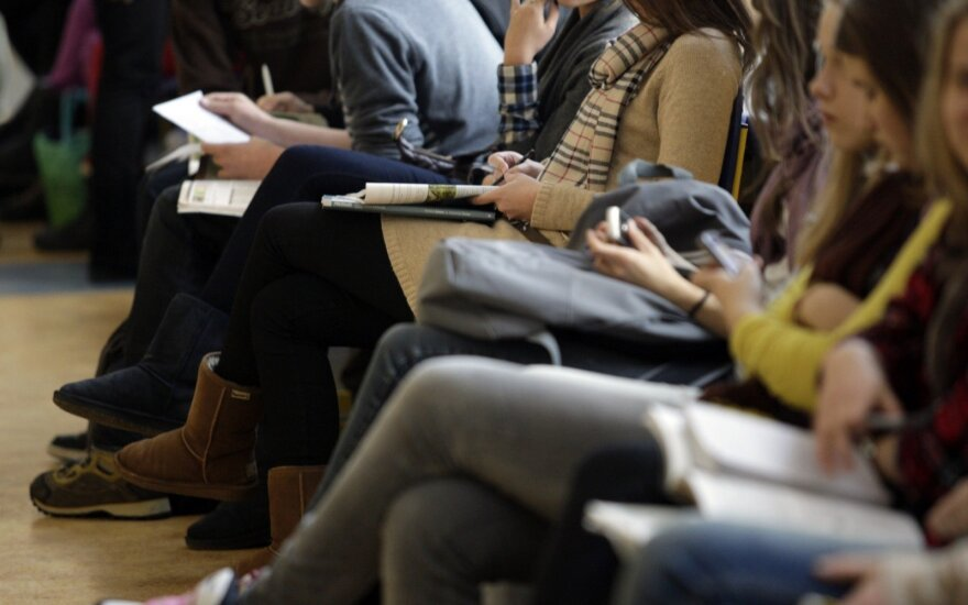 Baisi statistika: kas trečias mokinys mokykloje jaučiasi pašalinis, kas antras - kenčia patyčias