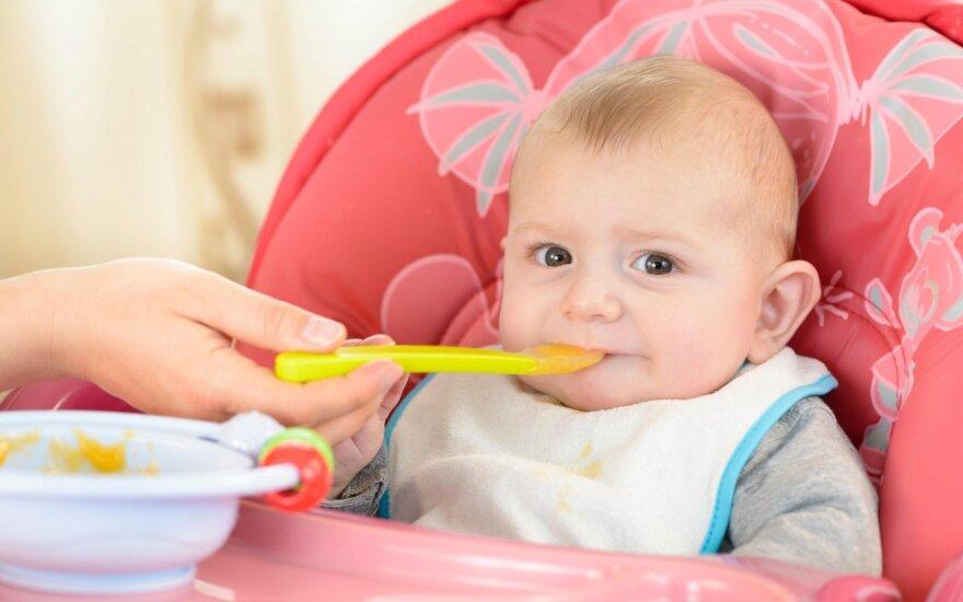 Gydytoja pasakė, kuris būdas geresnis: duoti kūdikiui trintą maistą ar iškart pratinti prie normalaus