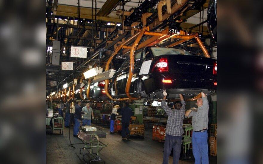 Rusija automobilių pramonei skirs 180 mlrd. rublių