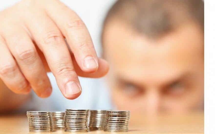 Turtingi estai uždirba 5 kartus daugiau nei skurstantieji