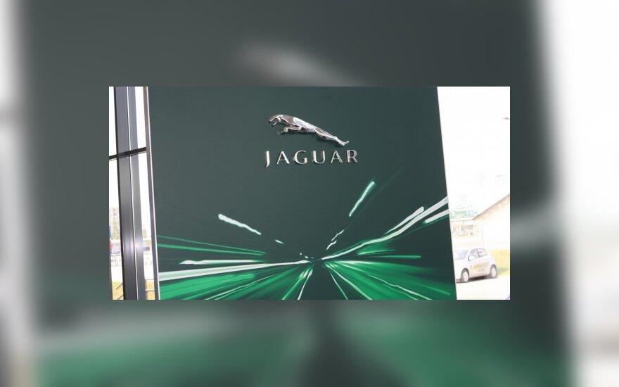 """""""Jaguar-Land Rover"""" nebeuždarys gamyklos Anglijoje"""