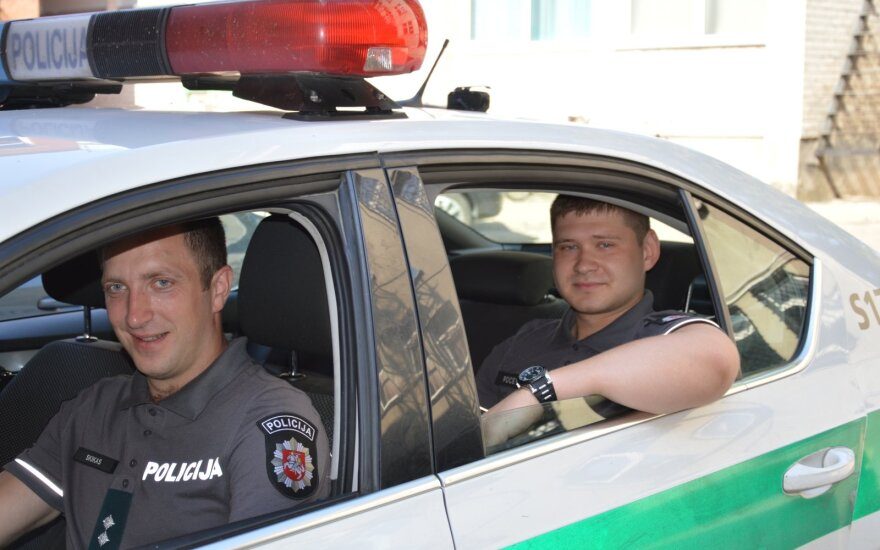 Šiaulių policijos patruliai Tautvydas Skikas ir Ruslanas Pocevičius