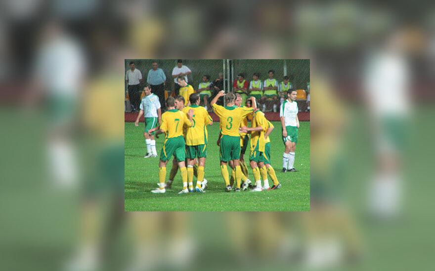 Lietuvos futbolo rinktinė džiaugiasi įvarčiu