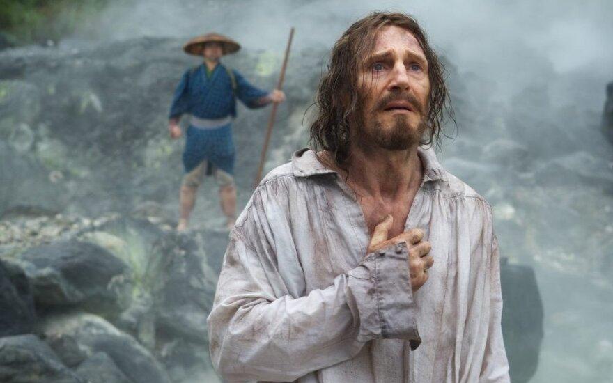 """Kadras iš filmo """"Tyla"""", Liamas Neesonas"""