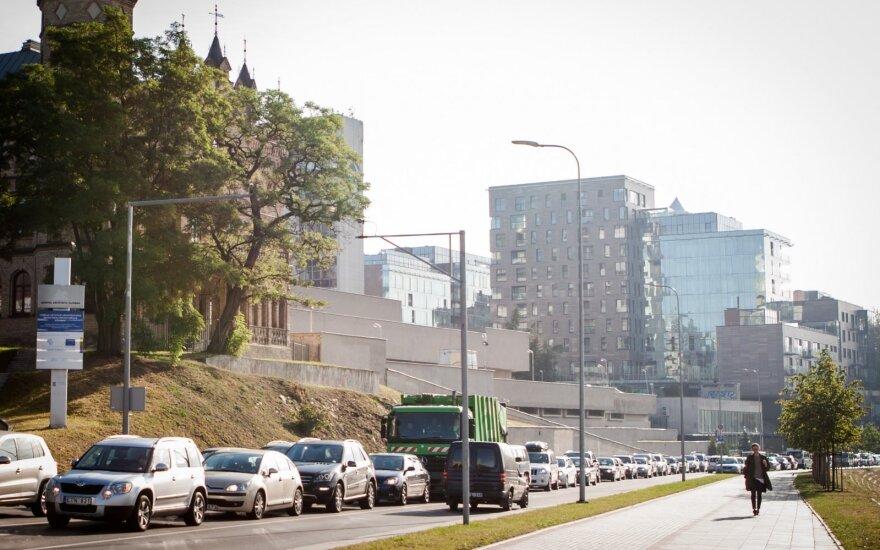 Automobilių spūstys gadina sveikatą: gal jau metas kažką keisti?