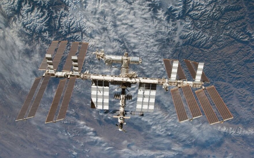 Rusija neigia įtarianti JAV astronautus išgręžus skylutę erdvėlaivyje