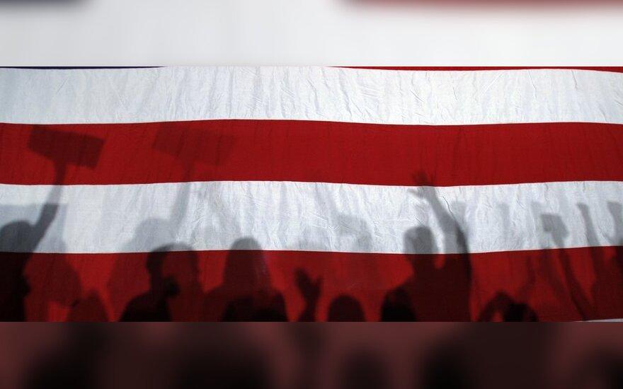 Europarlamentarai nori sustabdyti susitarimą su JAV dėl bankinių duomenų perdavimo