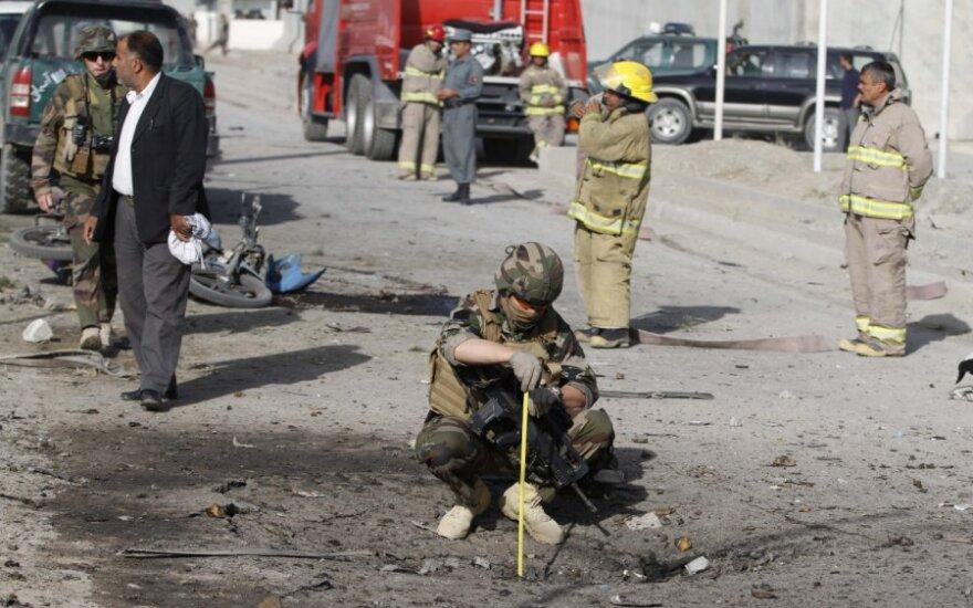 Afganistane per išpuolį prieš NATO pajėgoms aprūpinimą teikiančią bazę žuvo du civiliai