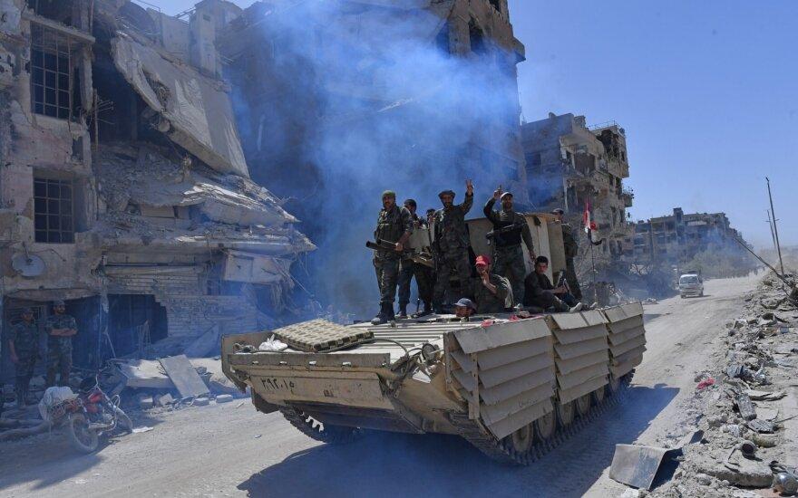 Šimtai kovotojų evakuoti iš Sirijos pietų į šiaurę