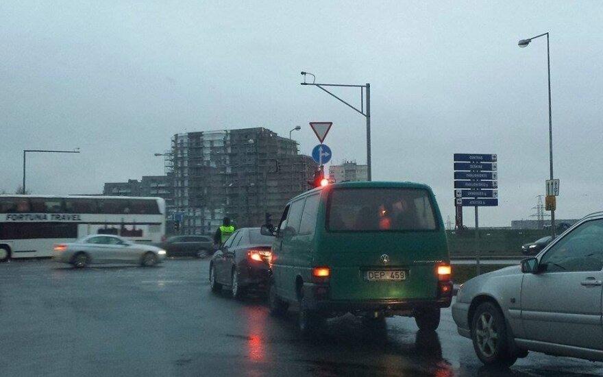 Vilniaus vairuotoja pyksta: pareigūnų eksperimentas sugadino rytą