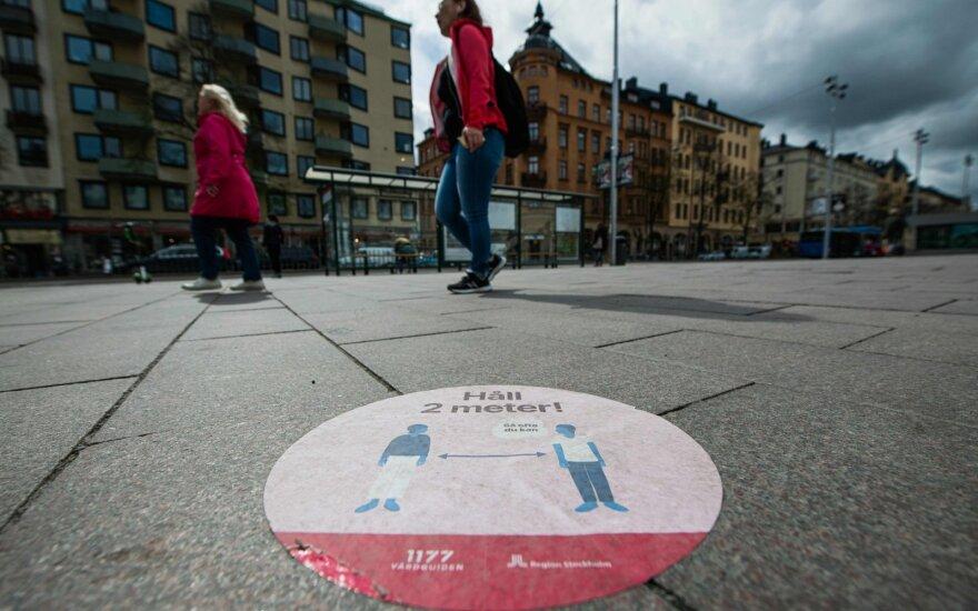 Švedija persvarsto kovos su koronavirusu strategiją