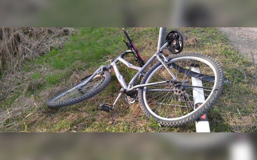 Į kelią išmynusį girtą dviratininką nubloškė automobilis