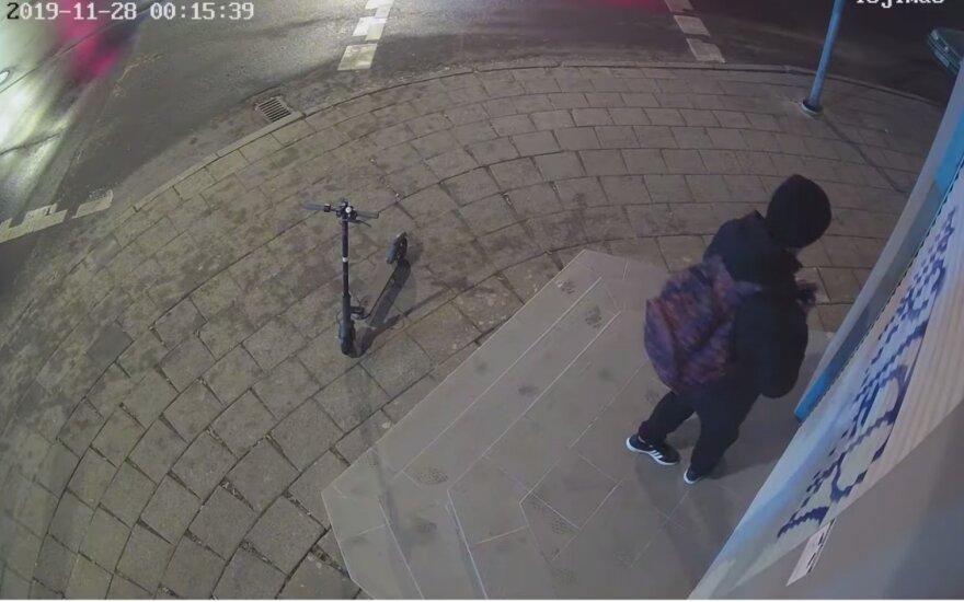 Vilniuje užfiksuotas svetimą turtą terliojantis vaikinas: prašo atpažinti