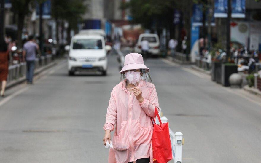 Nerimo ženklai iš Kinijos: Uhane nustatyta naujų COVID-19 atvejų, kitame mieste įvedamas karantinas