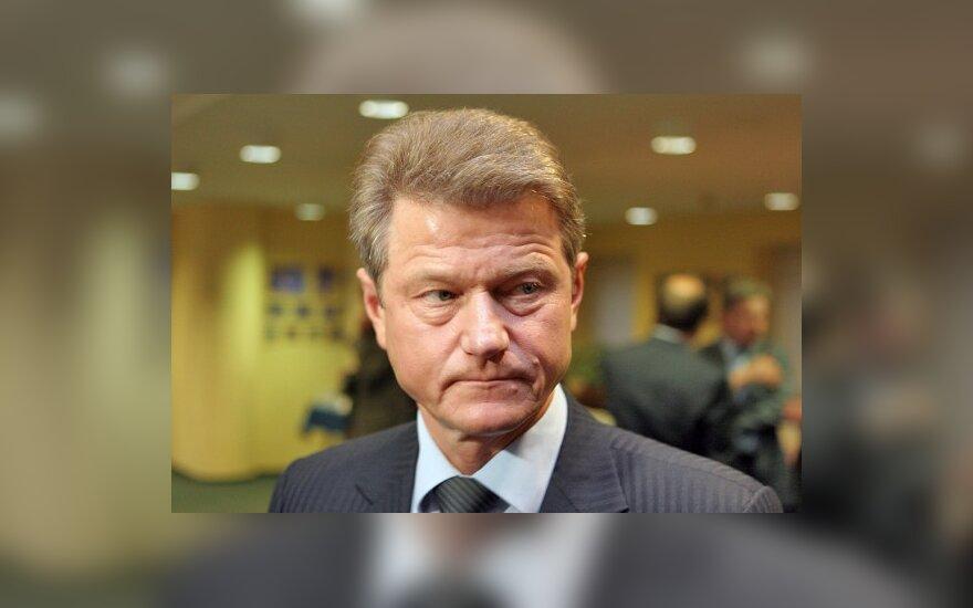 Seimas išsaugojo iš prezidentų pašalinto R.Pakso diplomatinį pasą