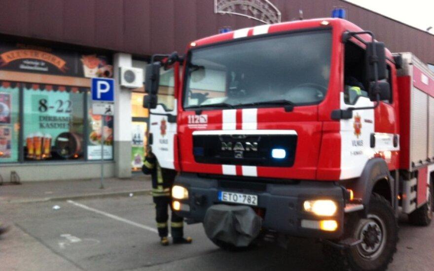 """Vilniuje, prekybos centre """"Norfa"""" užsiliepsnojo kebabinė"""