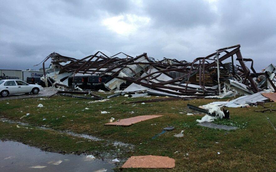 JAV pietuose siaučiant audroms ir tornadams žuvo trys žmonės