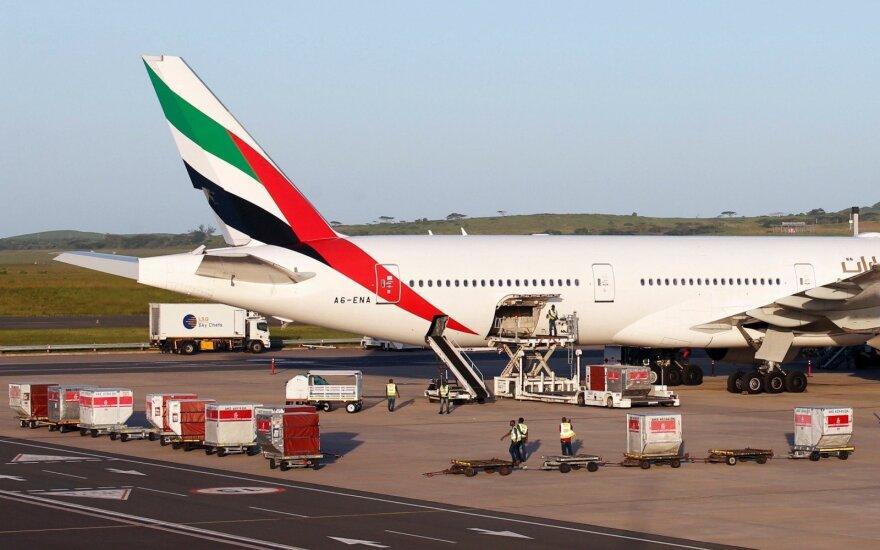 """""""Emirates Airlines"""" pranešė apie planuojamus atleidimus"""