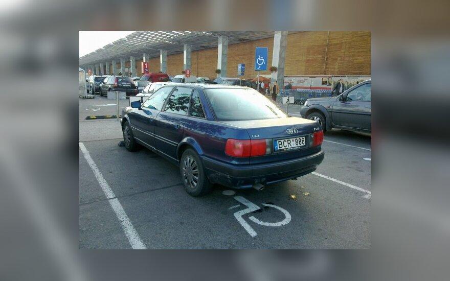 Vilniuje, prie PC Akropolis. 2010-09-25