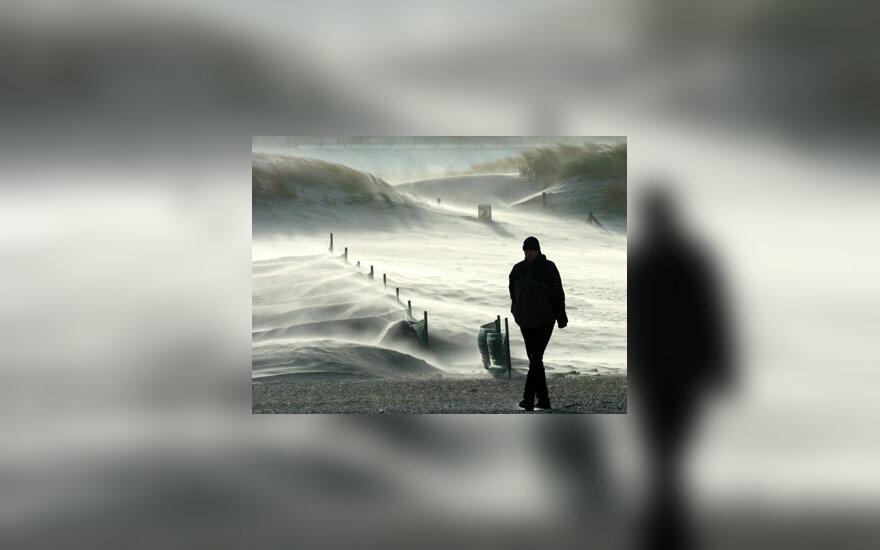 Audros vėjai pusto kopų smėlį Baltijos pakrantėje
