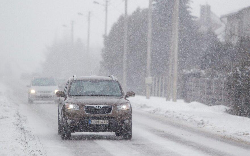 Sudėtingesnės eismo sąlygos – Pietų ir Pietryčių Lietuvoje bei Šiaulių ir Panevėžio rajonuose