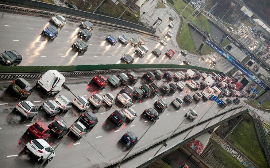 Vairuotojų laukia pokyčiai: greičio mėgėjams nepatiks