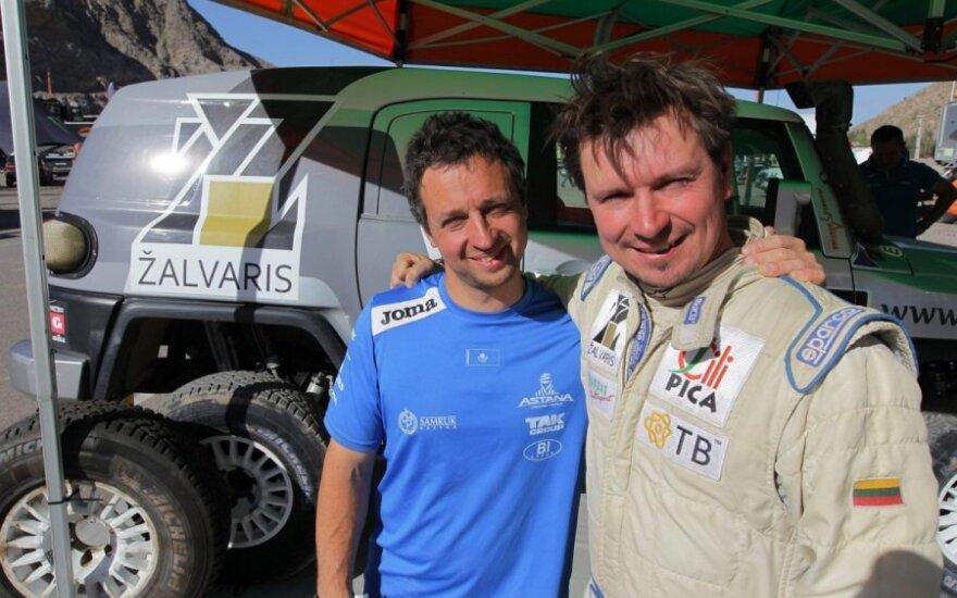 """Antanas Juknevičius (dešinėje) ir Vytautas Obolevičius (""""Žalvaris-Dakar"""" komandos nuotr.)"""